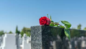 Dilazionare la spesa del funerale per sostenere le famiglie colpite dal lutto in difficoltà economica